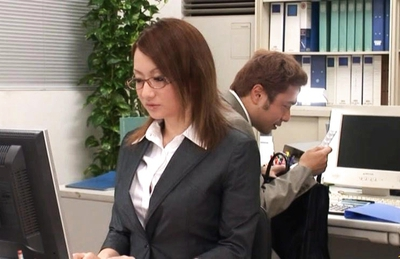 Reon Otowa Japanese model gets her pussy fondled by the doctor