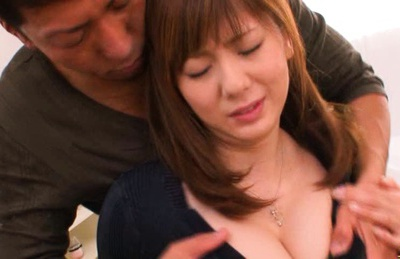 Yuma Asami Asian beauty gets her wet cunt licked