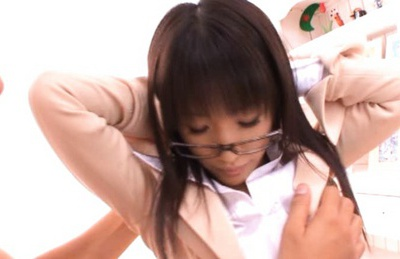 Cute Hikaru Yuki loves her vibrator