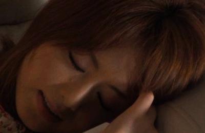 Hottie Akiho Yoshizawa drills toy inside her pussy