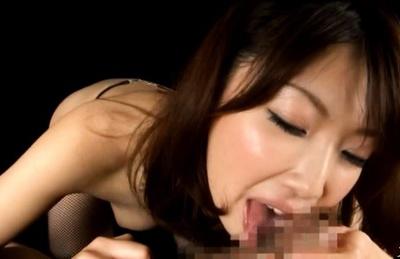 Minto Suzuki Asian doll gives amazing blowjob