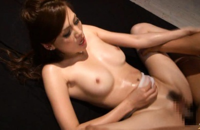 Ameri Ichinose gets fucked by two big cocks at the same time.