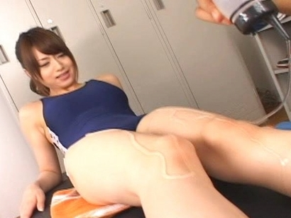 Akiho Yoshizawa Pretty Asian Model Likes Covering Her Body In Oil