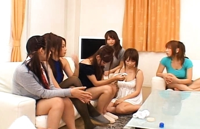 Japanese AV models are having a sexy gangbang